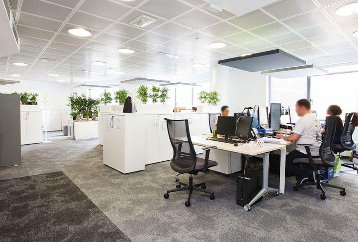 AFDAS-couleurs-sobres Exemples de bureaux open space