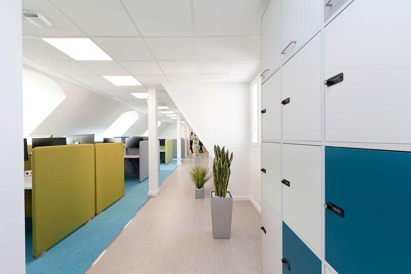 AXA-couleurs-acidulees Exemples de bureaux open space