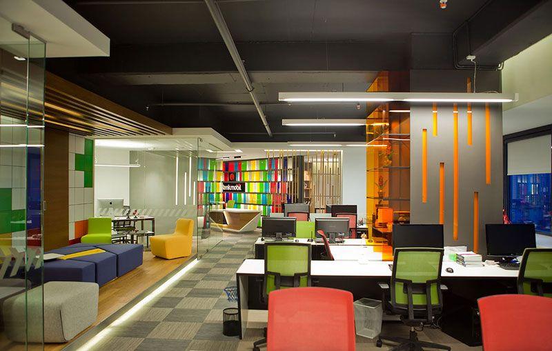 bureaux-open-space-couleurs-saturees Exemples de bureaux open space