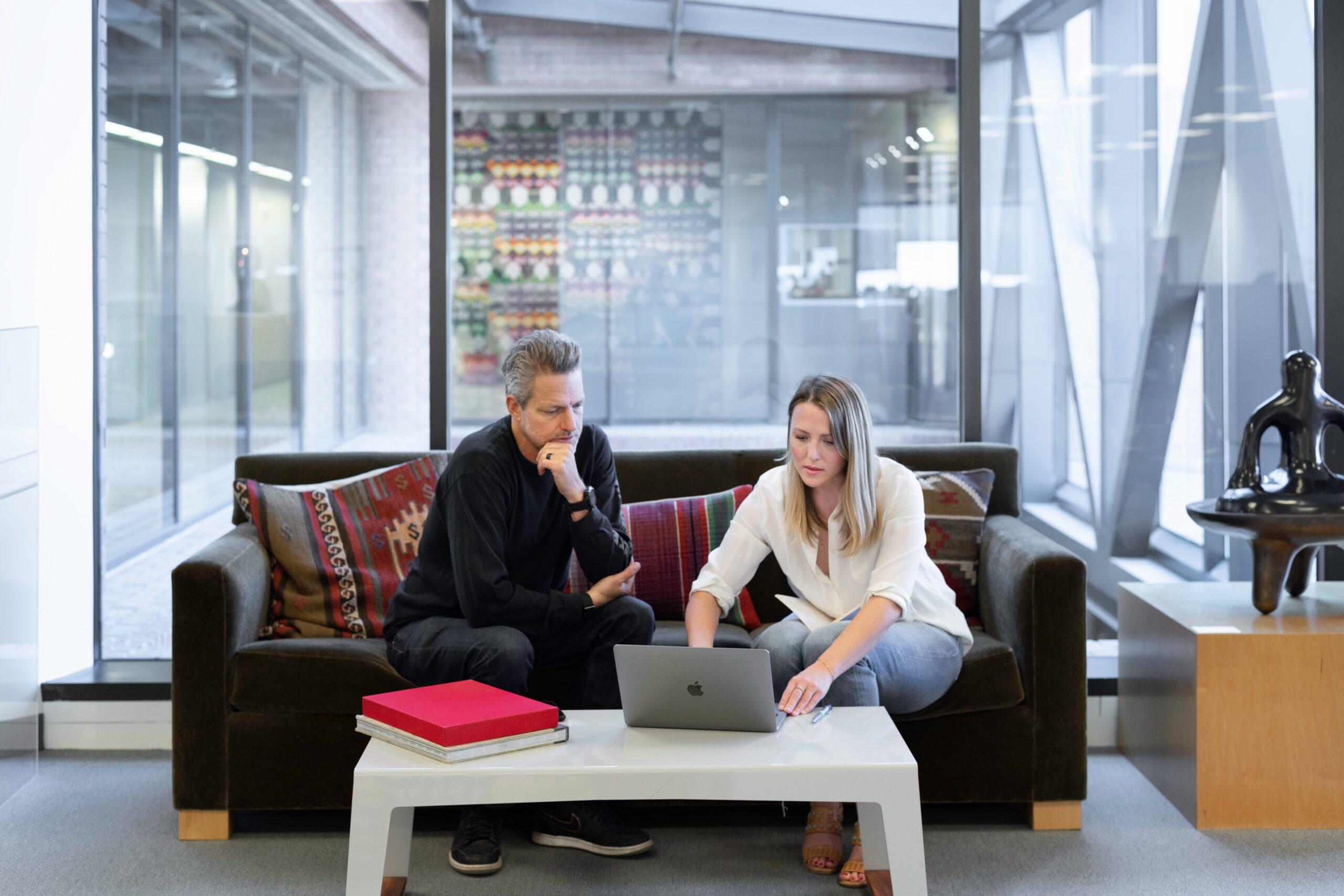 Rénover vos bureaux : Pourquoi se faire accompagner par une agence de design d'intérieur ?